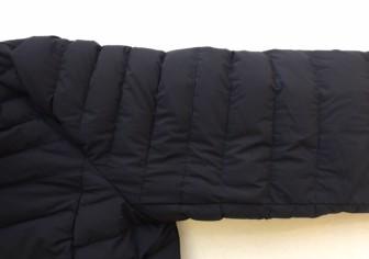タトラスダウン袖の穴の修復(修理痕が残らない事例)