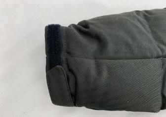 マジックテープ付きの袖の袖丈つめ
